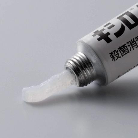 キシロA軟膏 白色~微黄色の軟膏